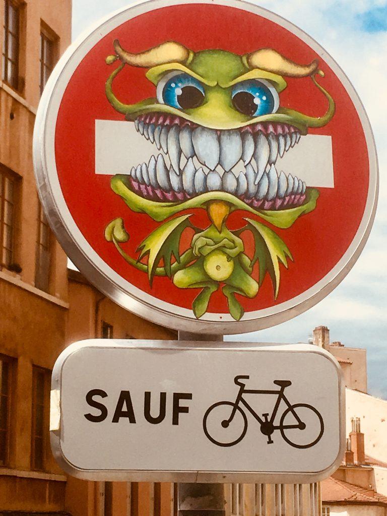 street art : panneaux de signalisation